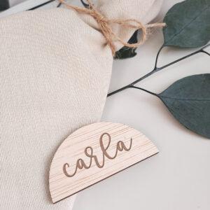 marcasitios-nombre-madera-semicirculo-bodasbonitas